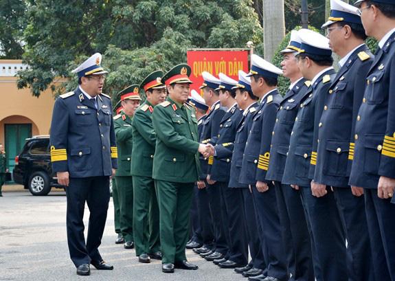 Bộ trưởng Quốc phòng Ngô Xuân Lịch làm việc với Quân chủng Hải quân - Ảnh 1.