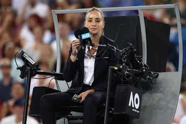 Nữ trọng tài quyến rũ bậc nhất Australian Open khiến Federer phải nộp phạt 70 triệu đồng là ai? - Ảnh 3.
