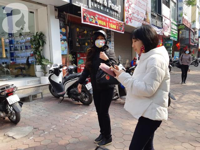 Hà Nội: Ngán ngẩm cảnh tranh giành mua khẩu trang tại chợ thuốc lớn nhất - Ảnh 6.