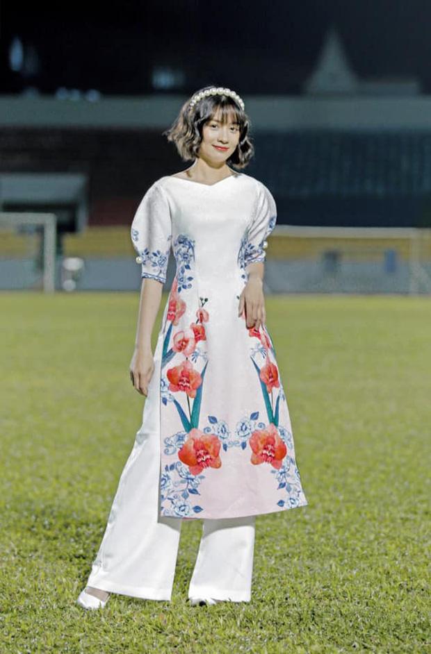 Dàn nữ tuyển thủ đi ăn tiệc, Crush quốc dân Hoàng Thị Loan nổi bần bật với bộ áo dài đụng hàng Ninh Dương Lan Ngọc - Ảnh 5.