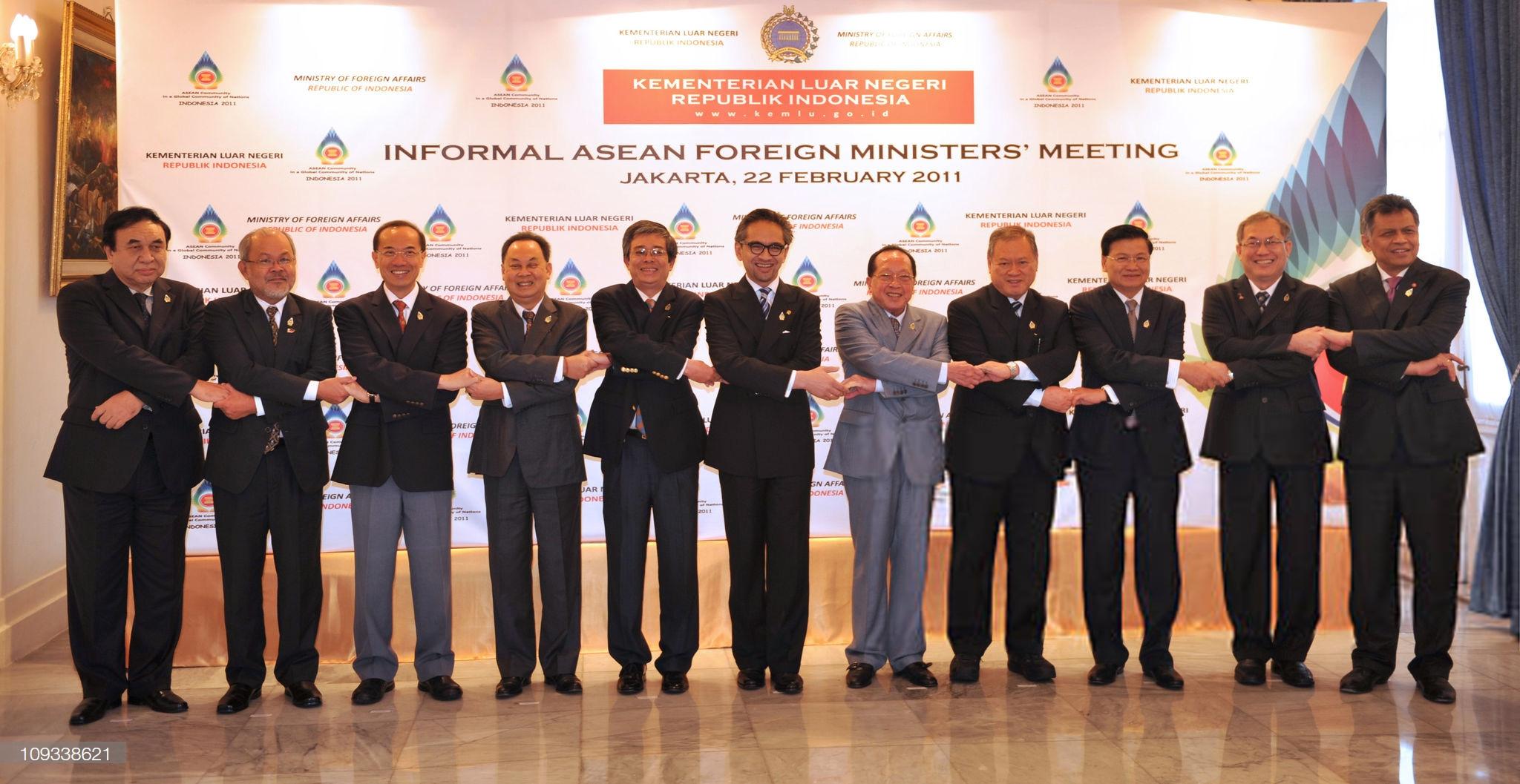 ĐS Phạm Quang Vinh kể về thăng trầm ASEAN: Vụ tàu TQ 2 lần cắt cáp của Việt Nam, bức ảnh thất vọng ở Campuchia và lời kêu gọi thức tỉnh - Ảnh 19.