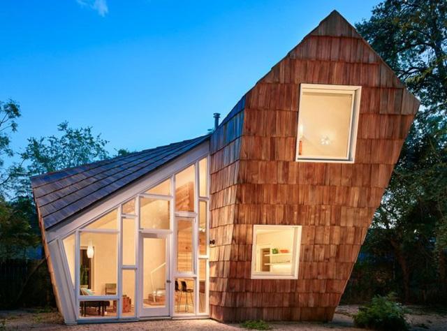 Ngôi nhà tổ ong nghiêng như sắp đổ vẫn đẹp long lanh - Ảnh 1.