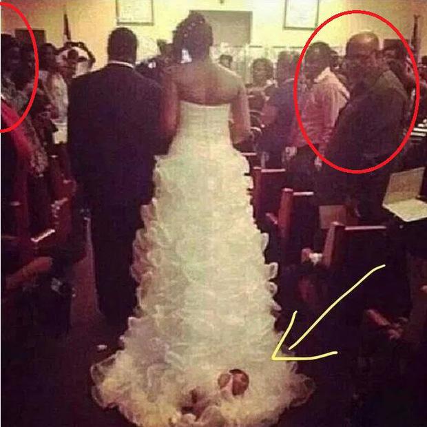 Buộc con mới sinh lên tà váy cưới rồi kéo vào lễ đường, cô dâu hứng rổ gạch đá từ cộng đồng mạng nhưng vẫn chống chế gây phẫn nộ hơn - Ảnh 3.