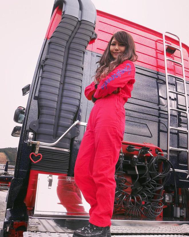 Gái xinh làm nghề bốc vác, tài xế xe tải sở hữu body sexy: Làm màu hay không chưa biết nhưng nhìn là thấy nể rồi đó! - Ảnh 11.