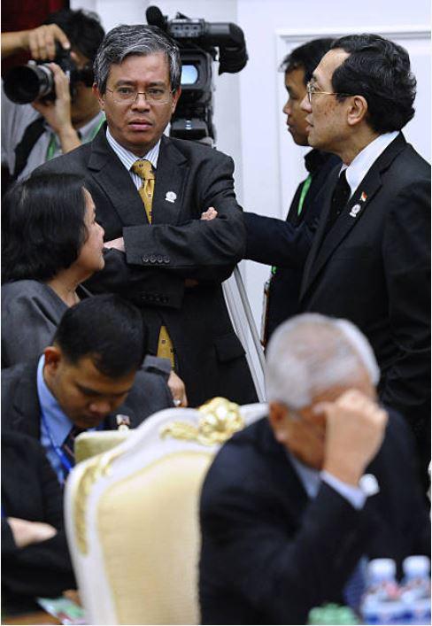 ĐS Phạm Quang Vinh kể về thăng trầm ASEAN: Vụ tàu TQ 2 lần cắt cáp của Việt Nam, bức ảnh thất vọng ở Campuchia và lời kêu gọi thức tỉnh - Ảnh 11.