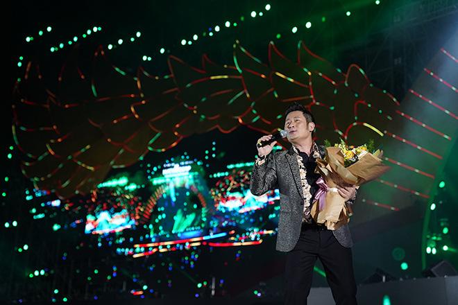 Đông Nhi nhảy cuồng nhiệt khi hát loạt hit đình đám - Ảnh 8.