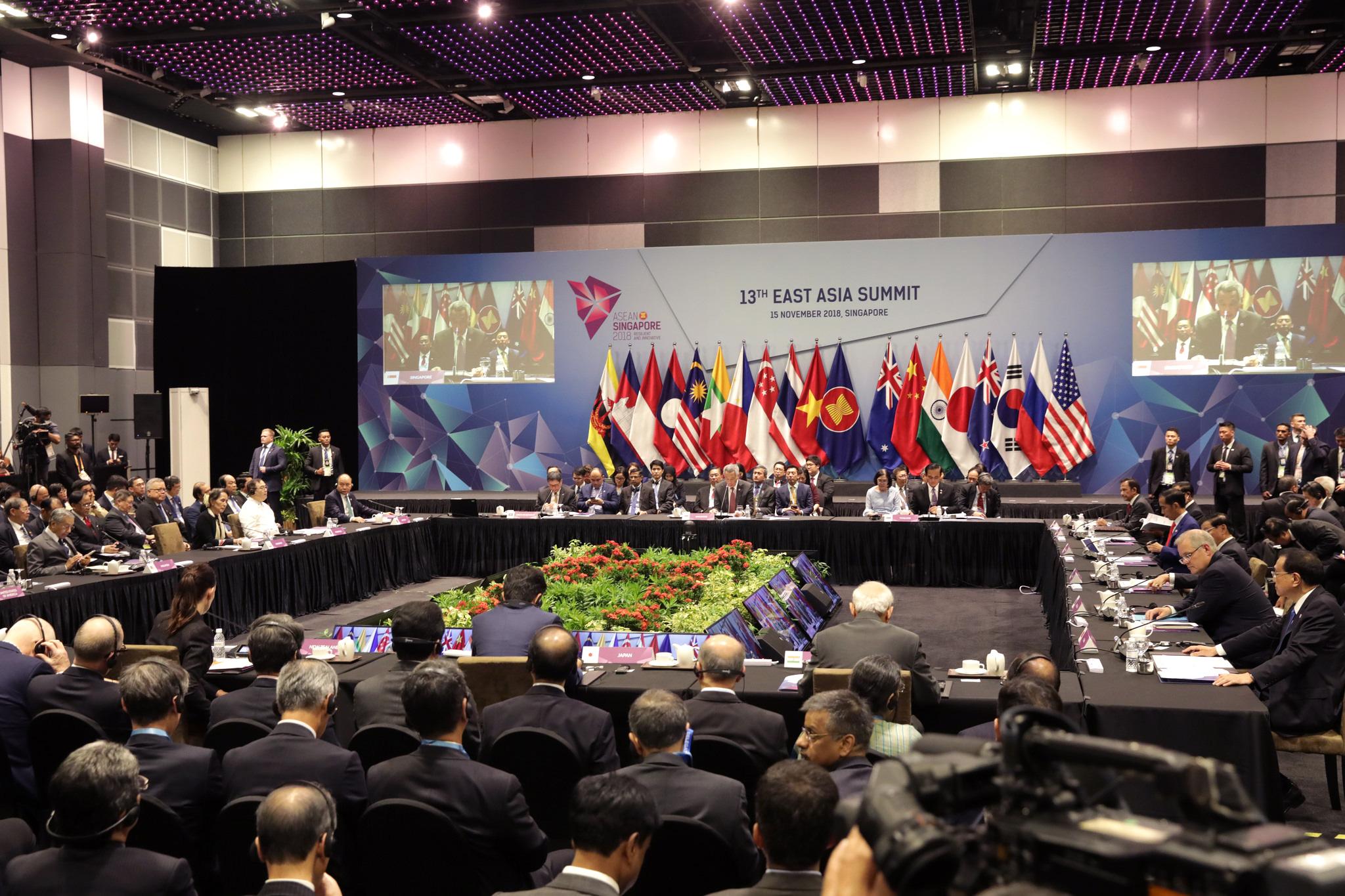 ĐS Phạm Quang Vinh kể về thăng trầm ASEAN: Vụ tàu TQ 2 lần cắt cáp của Việt Nam, bức ảnh thất vọng ở Campuchia và lời kêu gọi thức tỉnh - Ảnh 13.