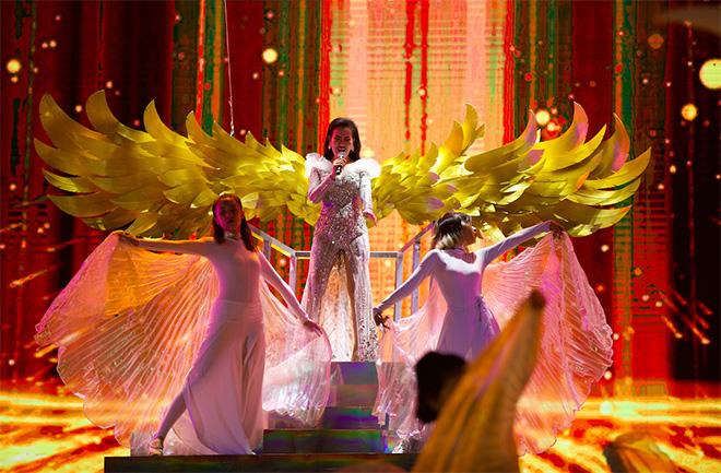 Đông Nhi nhảy cuồng nhiệt khi hát loạt hit đình đám - Ảnh 10.
