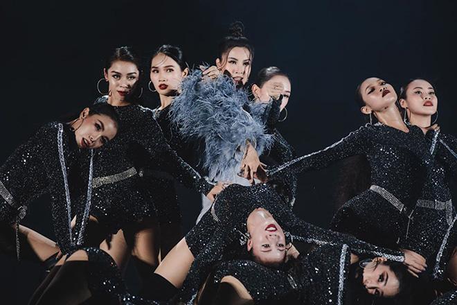 Đông Nhi nhảy cuồng nhiệt khi hát loạt hit đình đám - Ảnh 5.