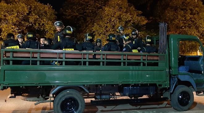 Cảnh sát ngăn chặn kịp thời vụ hỗn chiến, bắt giữ 28 đối tượng - Ảnh 1.
