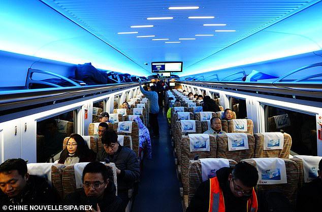 Tàu hỏa cao tốc Trung Quốc chạy 350km/h, lái tự động, hỗ trợ 5G, sạc không dây, sửa bằng robot - Ảnh 4.