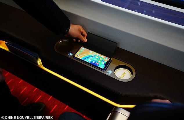 Tàu hỏa cao tốc Trung Quốc chạy 350km/h, lái tự động, hỗ trợ 5G, sạc không dây, sửa bằng robot - Ảnh 3.