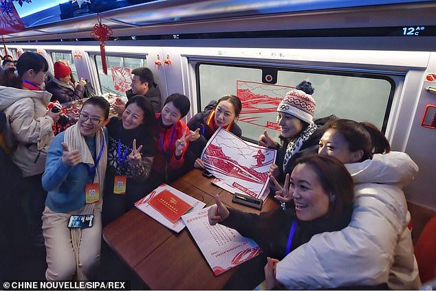 Tàu hỏa cao tốc Trung Quốc chạy 350km/h, lái tự động, hỗ trợ 5G, sạc không dây, sửa bằng robot - Ảnh 6.
