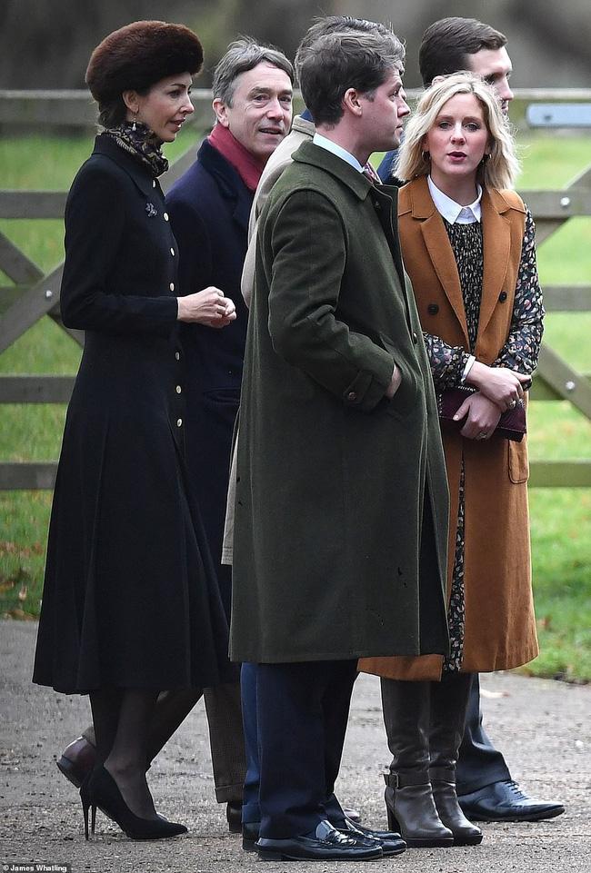 Lần đầu tiên Công nương Kate xuất hiện công khai cùng tình địch sau vụ lùm xùm ngoại tình của chồng, đáng chú ý là vẻ mặt của kẻ thứ 3 - Ảnh 3.