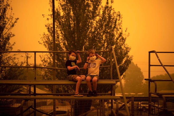 Đại thảm họa cháy rừng Úc nhìn từ không gian: Cả nước như quả cầu lửa, những mảng xanh trù phú bị thay bằng màu khói trắng tang thương - Ảnh 32.