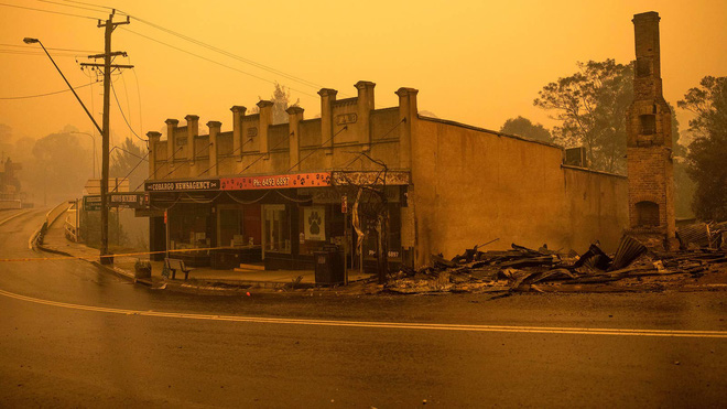 Đại thảm họa cháy rừng Úc nhìn từ không gian: Cả nước như quả cầu lửa, những mảng xanh trù phú bị thay bằng màu khói trắng tang thương - Ảnh 35.