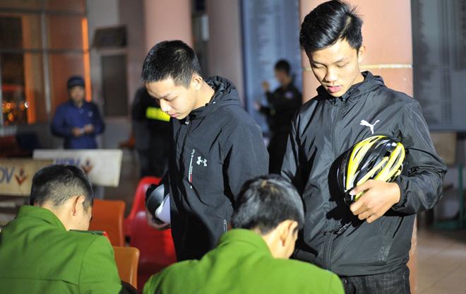 Cảnh sát ngăn chặn kịp thời vụ hỗn chiến, bắt giữ 28 đối tượng - Ảnh 6.