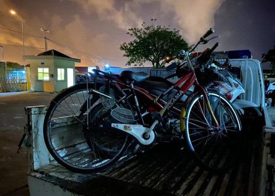 Uống rượu bia rồi đạp xe trên quốc lộ, người đàn ông Trung Quốc bị phạt tiền - Ảnh 2.