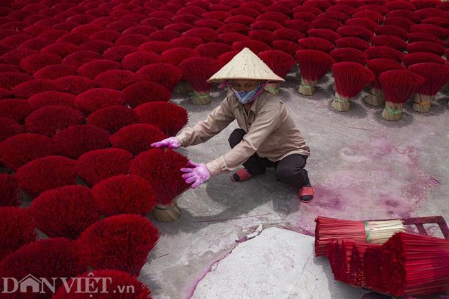 Ảnh: Làng làm tăm hương nổi tiếng Hà Nội nhộn nhịp ngày giáp Tết - Ảnh 2.