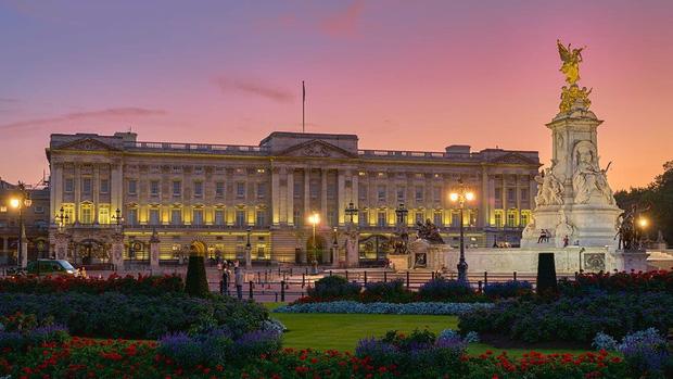 Nữ hoàng Anh lại tuyển dụng: Tìm trợ lý phục vụ không cần kinh nghiệm, bao ăn ở trong cung điện, lương sương sương hơn 500 triệu - Ảnh 2.
