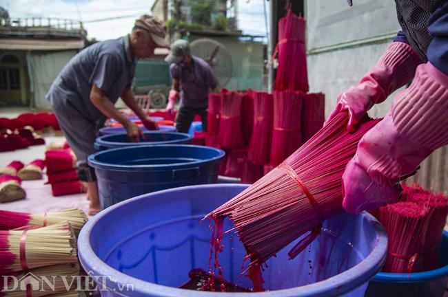 Ảnh: Làng làm tăm hương nổi tiếng Hà Nội nhộn nhịp ngày giáp Tết - Ảnh 5.