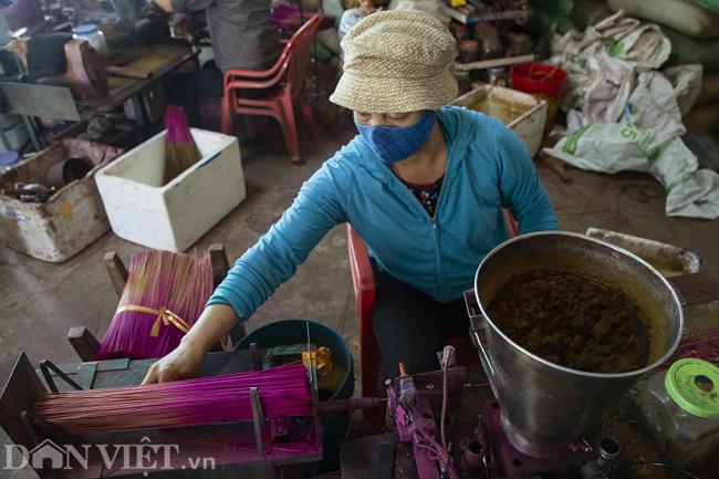 Ảnh: Làng làm tăm hương nổi tiếng Hà Nội nhộn nhịp ngày giáp Tết - Ảnh 8.