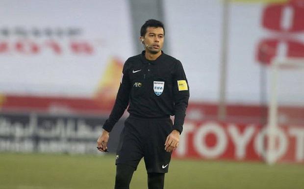 Lộ diện trọng tài cầm còi trận Việt Nam - UAE: Là vua thẻ phạt, từng phải khóa trang cá nhân vì bị fan Việt tổng tấn công - Ảnh 2.