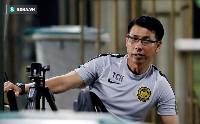 Hành động khó giải thích sau khi để thua thầy Park, HLV Malaysia nhận cảnh cáo từ FIFA - Ảnh 1.