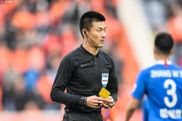 Lộ diện trọng tài cầm còi trận Việt Nam - UAE: Là vua thẻ phạt, từng phải khóa trang cá nhân vì bị fan Việt tổng tấn công - Ảnh 3.