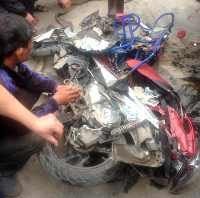 Tai nạn thương tâm: Ô tô tải chở cát lật đè 2 ông cháu tử vong - Ảnh 1.