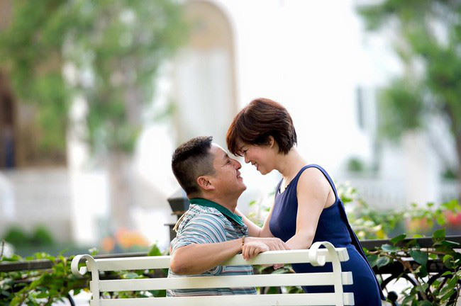 Danh hài Chí Trung đã ly hôn người vợ gắn bó hơn 30 năm, có bạn gái mới là doanh nhân - Ảnh 1.