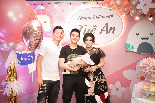 Rich kid mới nổi gọi tên con gái Bùi Tiến Dũng - Khánh Linh: Mới 2 tháng tuổi đã được phủ hàng hiệu từ đầu tới chân - Ảnh 7.