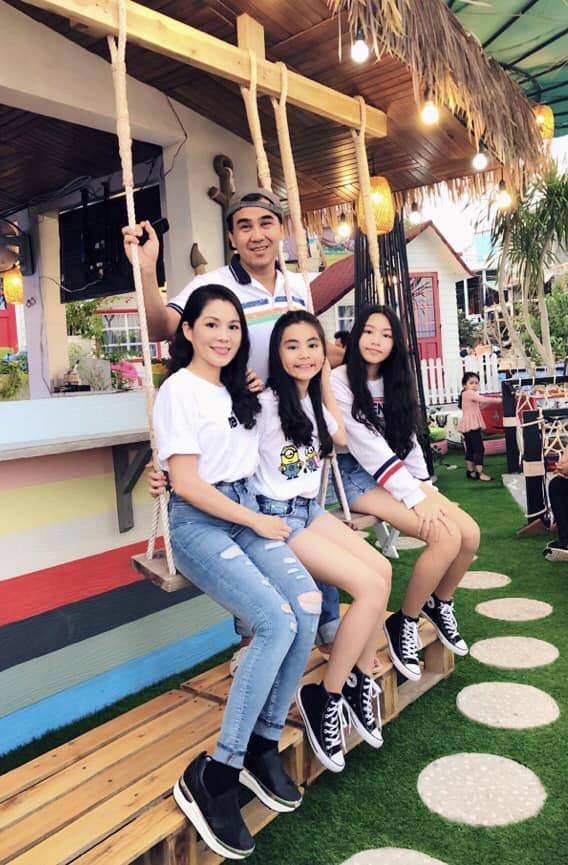 15 tuổi không dùng MXH, không khoe hàng hiệu đắt đỏ dù là rich kid, 2 con gái nhà MC Quyền Linh ngày càng bộc lộ khí chất hot girl - Ảnh 9.
