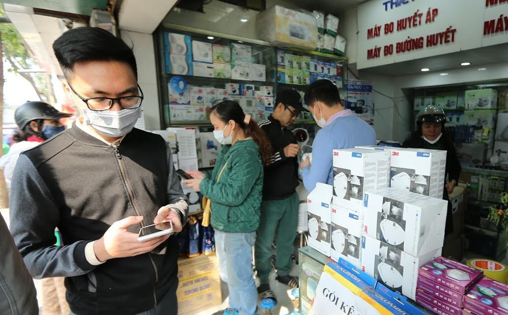Dịch Corona: Sự khác biệt giữa những hộp khẩu trang giá 5,5 triệu đồng và 0 đồng ở Hà Nội