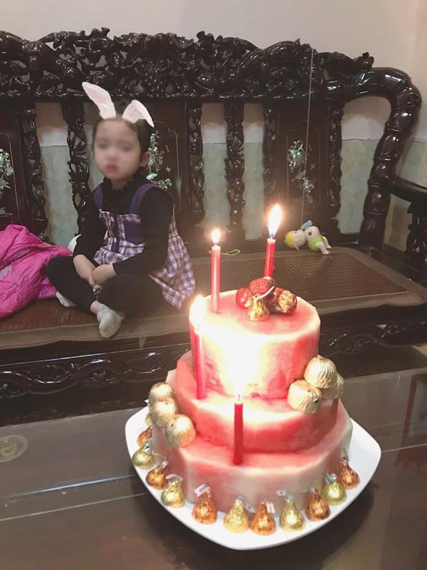 """Sinh nhật trùng Tết, cô bé khóc rưng rưng trước chiếc """"bánh kem"""" được bố tặng: Nỗi đau chỉ những ai sinh tháng 1, 2 mới hiểu! - Ảnh 2."""