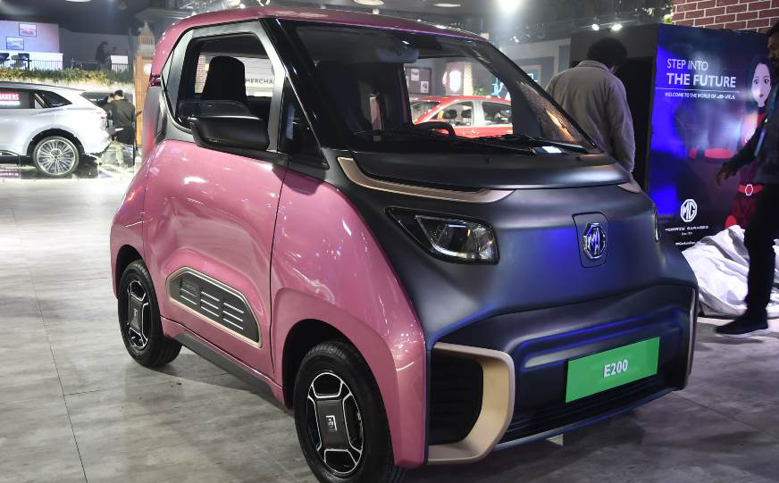 Ô tô điện 2 chỗ, chạy tốc độ 100km/h