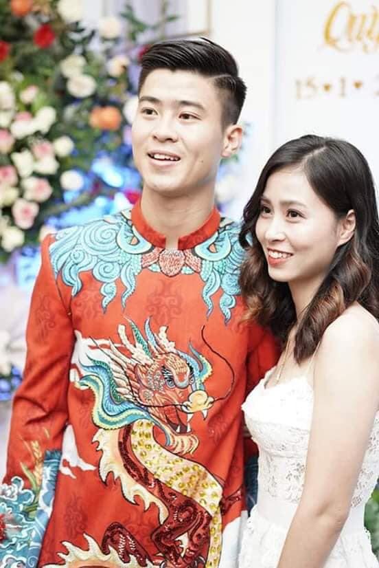 Chân dung người chị ruột xinh đẹp và cô cháu gái model nhí chuyên nghiệp vừa xuất hiện nổi bật trong đám cưới cậu Duy Mạnh ngày hôm qua - Ảnh 2.