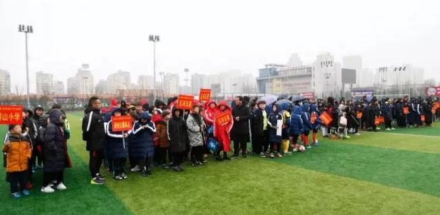 Khán giả nhiễm virus corona, 30 đội bóng Trung Quốc có nguy cơ thành ổ dịch - Ảnh 1.
