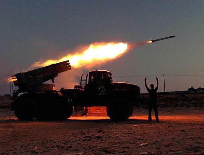 Tiếng rít của rocket BM-21 khiến phiến quân Syria bạt vía kinh hoàng bỏ chạy - Ảnh 16.