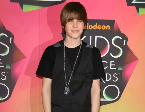 Tuổi 26 sống cùng bệnh tật của Justin Bieber: Đứa trẻ tài năng bị ép trưởng thành sớm và tình yêu đầy day dứt mang tên Selena Gomez - Ảnh 2.