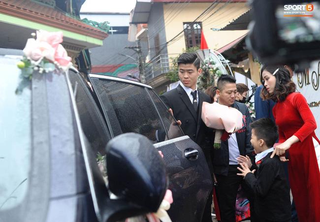 Chân dung người chị ruột xinh đẹp và cô cháu gái model nhí chuyên nghiệp vừa xuất hiện nổi bật trong đám cưới cậu Duy Mạnh ngày hôm qua - Ảnh 4.