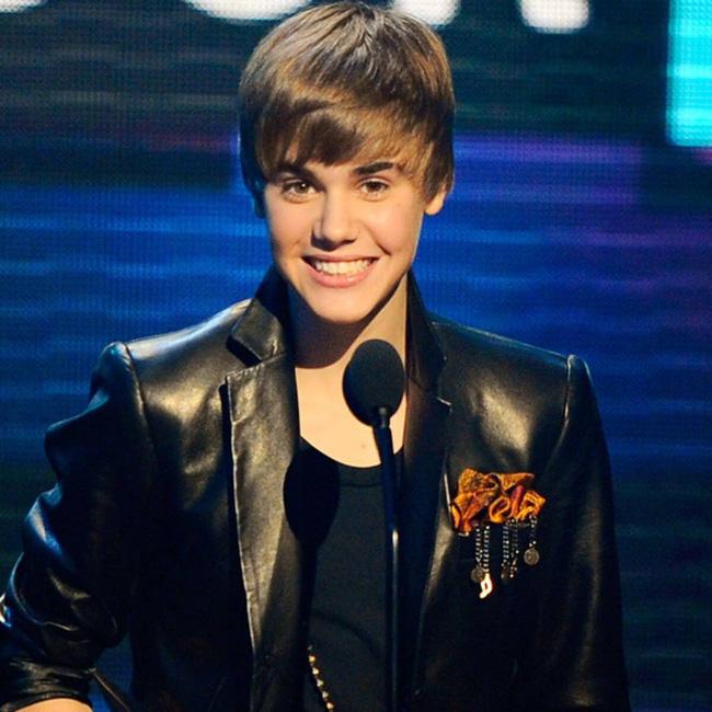 Tuổi 26 sống cùng bệnh tật của Justin Bieber: Đứa trẻ tài năng bị ép trưởng thành sớm và tình yêu đầy day dứt mang tên Selena Gomez - Ảnh 4.