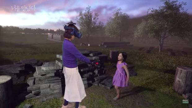 Mẹ gặp lại con gái đã mất bằng công nghệ VR lấy nhiều nước mắt của khán giả - Ảnh 4.