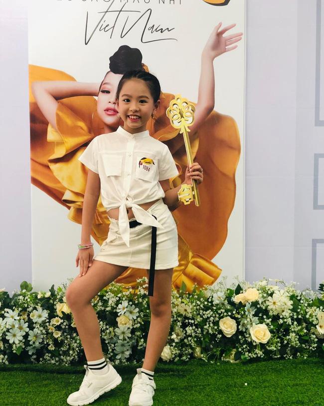 Chân dung người chị ruột xinh đẹp và cô cháu gái model nhí chuyên nghiệp vừa xuất hiện nổi bật trong đám cưới cậu Duy Mạnh ngày hôm qua - Ảnh 10.