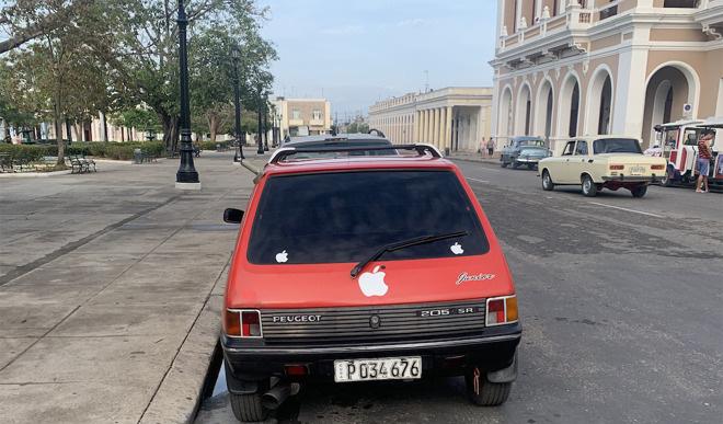 Sự hiện diện độc đáo của Apple tại Cuba - Ảnh 2.