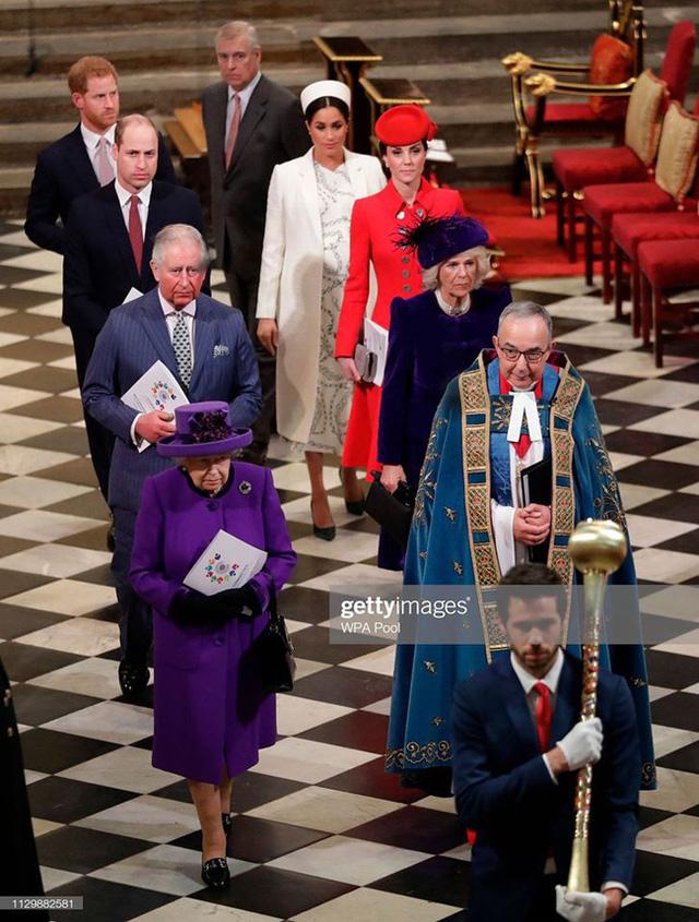Nữ hoàng Anh yêu cầu vợ chồng Meghan Markle đưa con trai trở về Vương quốc Anh với lý do đặc biệt - Ảnh 2.