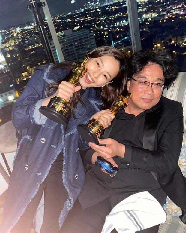 Bị chỉ trích nặng nề, Hoa hậu nóng bỏng nhất Hàn Quốc phải xin lỗi khi có hành động này với đoàn phim Ký sinh trùng vừa nhận giải Oscar - Ảnh 1.