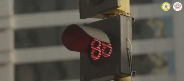 Giải pháp hạn chế bấm còi xe ở Ấn Độ: Bấm còi càng to càng phải chờ đèn đỏ lâu hơn - Ảnh 1.