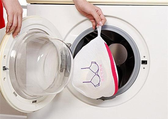 Những món đồ tuyệt đối không nên cho vào máy giặt nhiều người vẫn mắc phải - Ảnh 2.