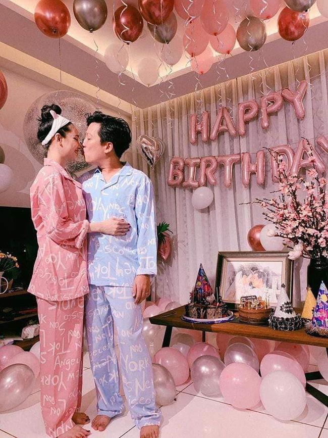Soi phong cách nịnh vợ không ai giống ai của bộ ba ông chồng nổi tiếng nhất showbiz Việt hiện nay - Ảnh 5.